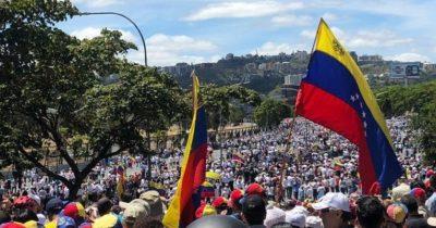 Venezuela, aiuti bloccati alle frontiere