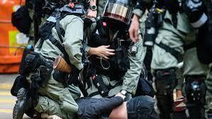 Basta violenza a Hong Kong, ma è il governo che getta benzina sul fuoco