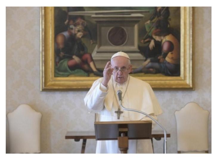 Papa Francesco:Dio ci carezza con la sua misericordia