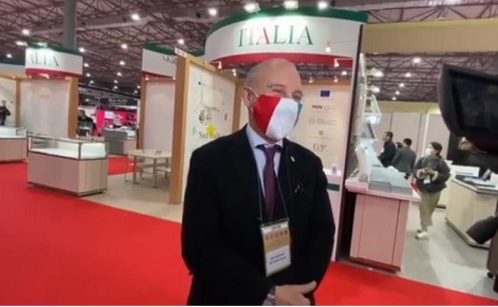 International jewellery Tokyo:l'ambasciatore Starace visita il padiglione italiano
