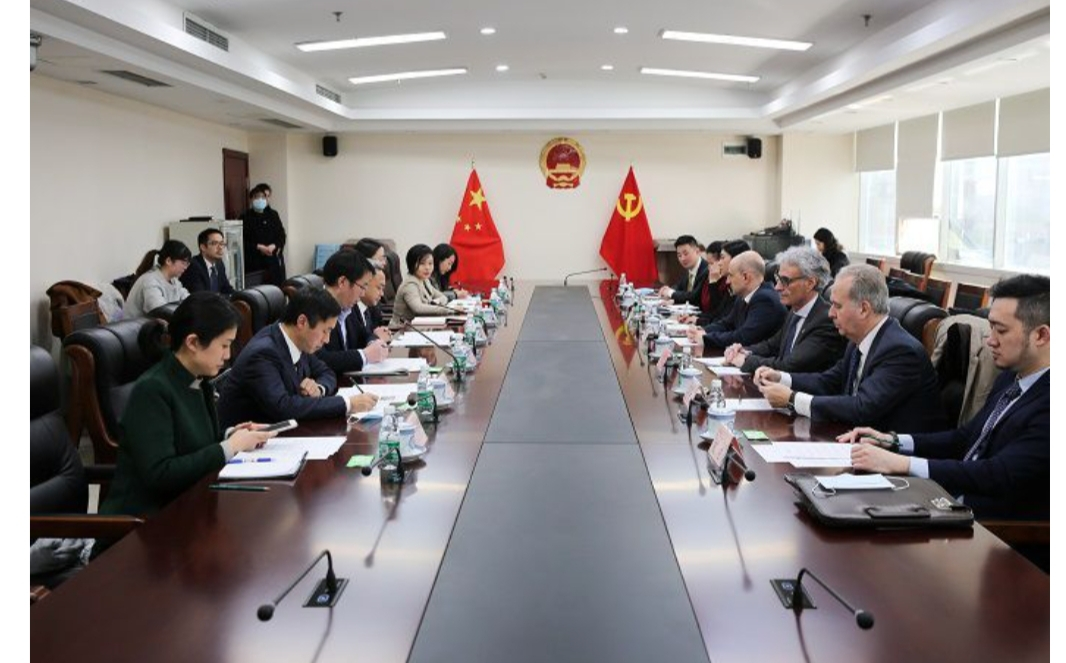 Il console generale Bilancini in visita ufficiale al Florentia Village Chongqing