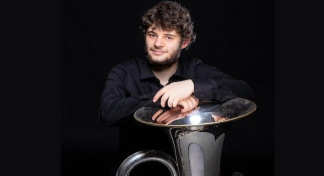 Gianmario Strappati e la sua tuba portano la musica italiana nel mondo