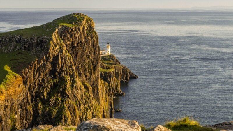 Il faro di Neist Point sull'Isola di Skye, Scozia