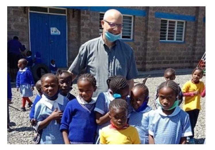 Massimiliano, il filosofo della solidarietà in Kenya