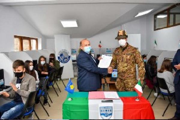 Missione in Kosovo:i militari italiani consegnano PC alle scuole