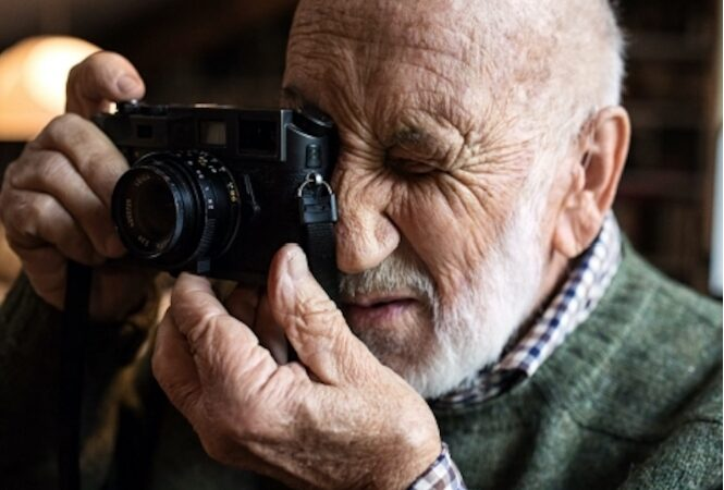 Il ragazzo con la Leica : 60 anni di Italia nello sguardo di Gianni Berengo Gardin
