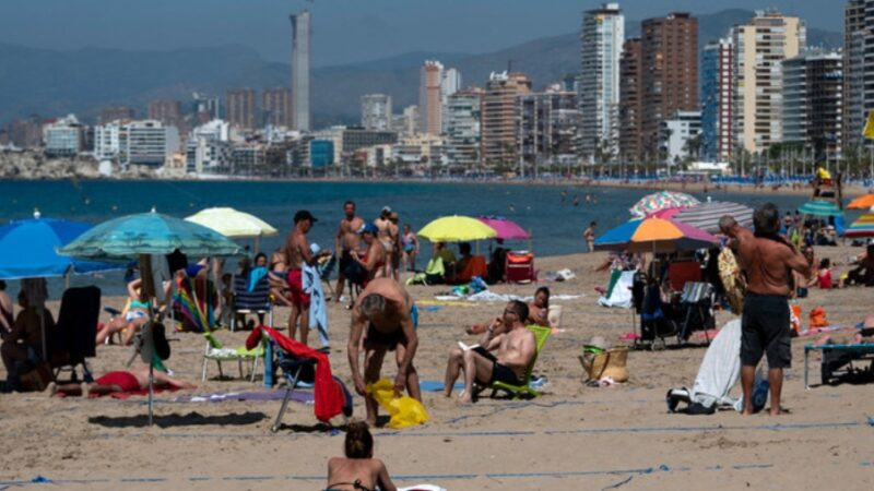 La Spagna apre a tutti i turisti vaccinati