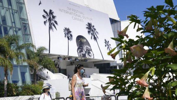 Cannes, il festival in mascherina per lasciare fuori il Covid