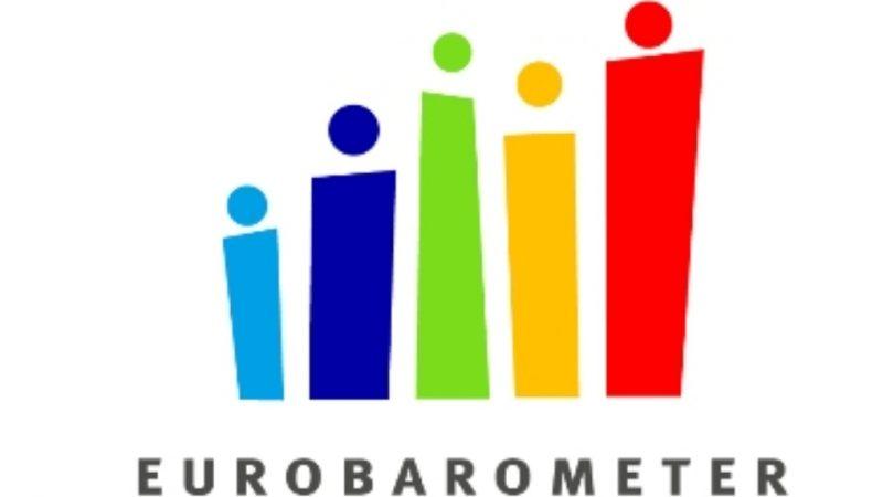 Eurobarometro: sì degli europei a vaccini e green pass