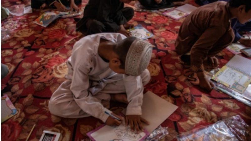 Afghanistan/ Fore (Unicef): bene la riapertura delle scuole secondarie ma le ragazze non devono essere lasciate fuori