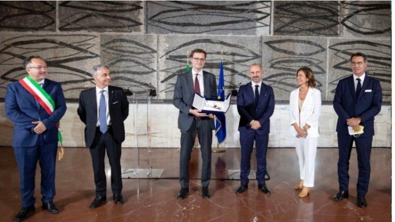 """Al console Tommaso Claudi il premio """"La Chiave d'Europa"""""""