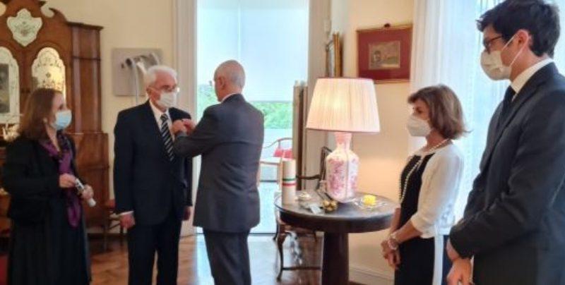Montevideo: l'Ambasciatore Iannuzzi consegna la Stella d'Italia a Santiago Carnelli