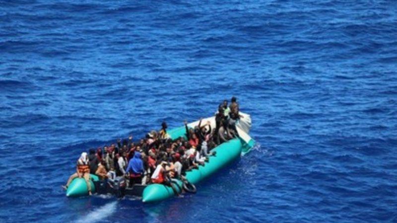 Barconi alla deriva e richieste di aiuto, senza sosta l'emergenza migranti