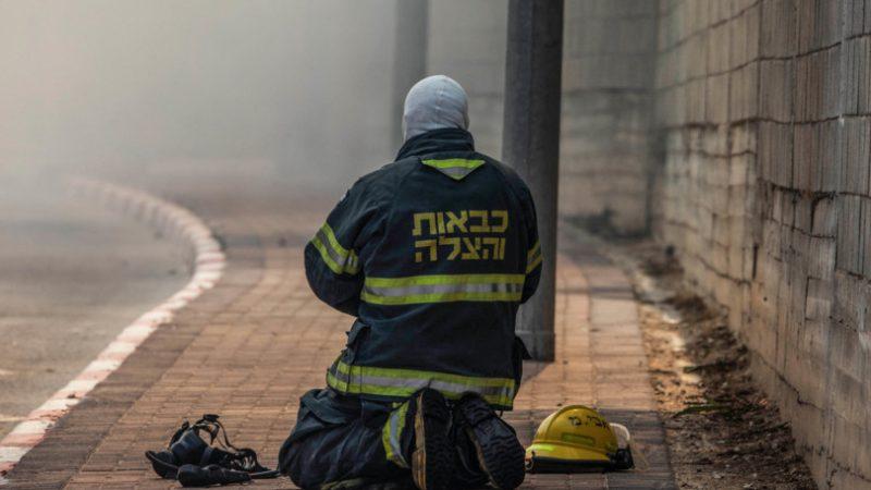 Un incendio sta devastando un centro commerciale in Israele