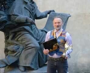 Milot vince il premio di migliore scultore del 2021 a Kiev (Ucraina)